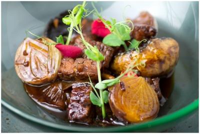 Tempeh con cebolla francesa y hongos.